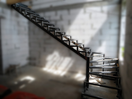 Каркас металлической лестницы